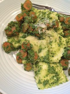 Cheese ravioli with kale pesto and roasted carrots!