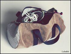 sac de sport polochon,suédiné imprimé beige et blanc