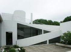 Modern House Constructed in 1929 – Villa Savoye by Le Corbusier