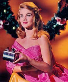 40 Vintage Hollywood Colorful Christmas Celebrity Photos – if it's hip, it's here Christmas Love, Retro Christmas, Vintage Holiday, Christmas Pictures, Christmas Colors, Vintage Winter, Christmas Music, Christmas Carol, Merry Xmas