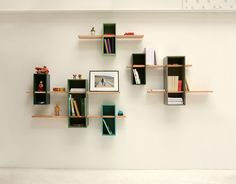Wall-mounted sectional bookcase MAX - Compagnie