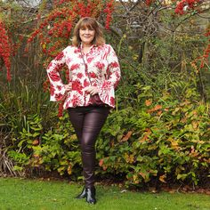 How to wear leather leggings, style over 50 #howtowear #leatherleggings #styleover50 #fortyplusstyle #outfitideas