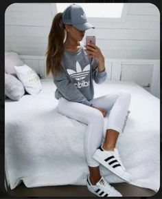 See more ideas about adidas, adidas outfit and adidas fashion. Fashion Casual, Sport Fashion, Look Fashion, Teen Fashion, Fashion Outfits, Womens Fashion, Fashion Trends, Fashion Shoes, Cheap Fashion