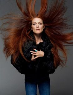 Julianne Moore by Annie Leibovitz. Do we even need to talk about how amazing Julianne Moore is? Seriously an inspirational redhead. Annie Leibovitz Fotos, Anne Leibovitz, Annie Leibovitz Photography, Annie Leibovitz Portraits, Julianne Moore, Viviane Sassen, Foto Portrait, Actrices Sexy, Foto Art
