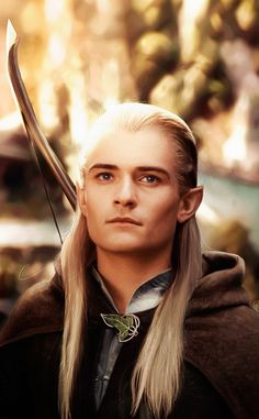 Orlando Bloom as Legolas. It's just not right for a guy to be this pretty.