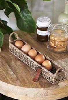 Rattan, Wicker Tray, Wicker Baskets, Hanging Baskets, Newspaper Basket, Newspaper Crafts, Willow Weaving, Basket Weaving, Easter Egg Basket