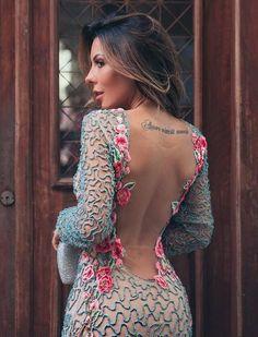 vestido de festa manga longa e decote nas costas