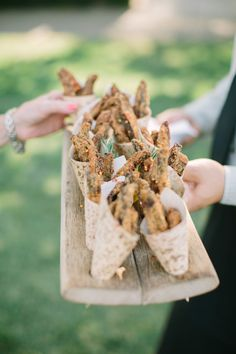 Seasoned potato wedge cones: http://www.stylemepretty.com/california-weddings/sonoma/2016/02/26/classic-elegant-foodie-wedding-in-wine-country/ | Photography: This Love Of Yours - http://thisloveofyours.com/