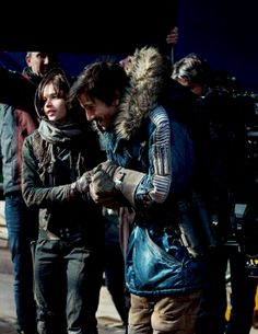Felicity Jones and Diego Luna behind the scenes of Rogue One.>> OMG look at how cute Diego is