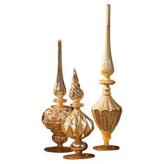 Add glittering appeal to your entryway display or mantel vignette with this finial decor set, featuring a gold-hued finish and classic silhouette.