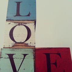 Love cubos de madera
