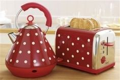 Everything else I've got for my kitchen is red polka dot except for the kettle & toaster. I want this!!