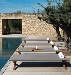 Comfort e design a bordo piscina con ETHIMO