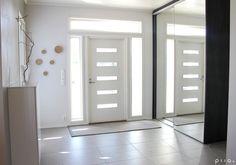 sisääntulo - Eteinen, ovi, ikkunat, säilytys heti oven vieressä, avara, valoisa,