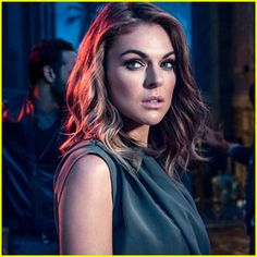 Graceland's Serinda Swan Sheds Light on Paige & Mike's Second Season Relationship! Check out this season two Graceland scoop from the lovely Serinda Swan! The beauty plays a badass DEA agent named Paige who resides at Graceland with… Cut My Hair, Her Hair, Hair Cuts, Serinda Swan, Canadian Actresses, Famous Girls, Graceland, Beautiful Eyes, Gorgeous Women