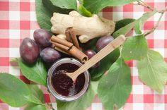 Powidła ze śliwek z imbirem i cynamonem z małą ilością cukru, przygotowane w tradycyjny sposób. Bardzo prosty przepis łatwe wykonanie