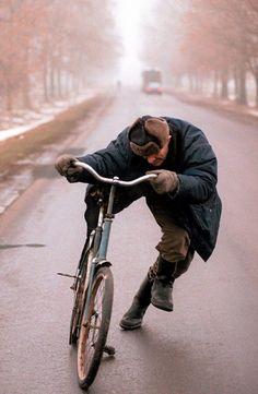 Pijany rowerzysta. Szosa Warszawa - Siedlce, lata 90, fot. Krzysztof Miller - photo 6