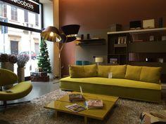 #divano #escapade giallo by #rochebobois e #parete #arcane .