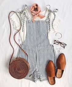 A summer romper is a staple that every girl should have! Wearing a good summer romper makes any outfit instantly cute but you can also take a summer romper from super casual to really upscale. You can even go so far as to wear a summer romper to a weddin Romper Outfit, Overalls Outfit, Dungarees, Mode Chic, Look Fashion, Fashion Women, Fashion 2015, Womens Fashion Outfits, Flat Lay Fashion