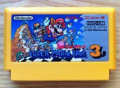 23 de octubre de 1988. スーパーマリオブラザーズ3o Super Mario Bros 3, el último juego de la franquicia Super Mario para los 8 bits de Nintendo llegaba a las tiendas japonesas de la mano del mejor trío: Shigeru Miyamoto, Koji Kondo y Satoru Iwata, quienes marcarían con este título un antes y un después en los videojuegos de plataformas, y  un techo imposible de superar por la competencia. SMB3 es un juego, tanto técnica como jugablemente, perfecto. Famicom volvia a marcar las reglas de la industria.