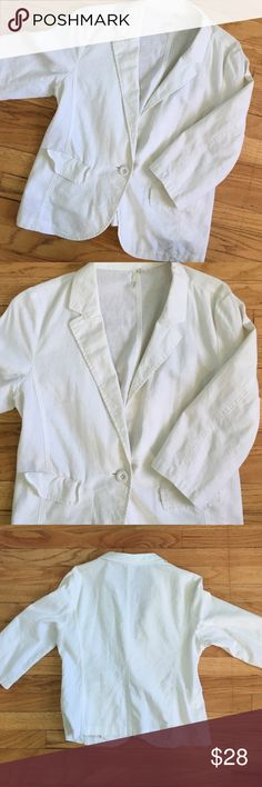 White Linen Blazer from Nordstrom great condition! white 55% linen 45% cotton blazer from nordstrom! quarter length sleeve and perfect to throw over a top for the office! brand is frenchi Nordstrom Jackets & Coats Blazers