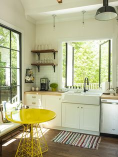 Love everything about this kitchen. The windows, the pop of color. EVERYTHING.