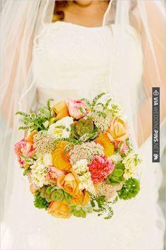 spring time wedding bouquet | VIA #WEDDINGPINS.NET