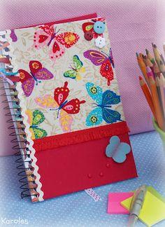 Karoles: caderneta Fabric Book Covers, Book Cover Art, Book Cover Design, Altered Composition Notebooks, Glue Book, Decorate Notebook, Notebook Covers, Scrapbook Albums, Scrapbooking