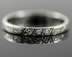 Sweet Art Deco Wedding Ring. 18k Antique Diamond Wedding Band.  Ring Size 7 3/4.