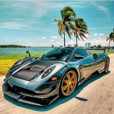 The Prestige of Italian Sports Cars Luxury Sports Cars, Exotic Sports Cars, Cool Sports Cars, Sport Cars, Cool Cars, Exotic Cars, My Dream Car, Dream Cars, Bugatti