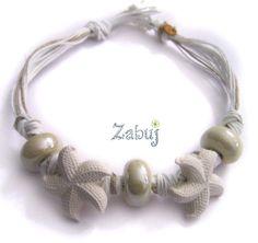 Collana girocollo con stelle marine e perle in ceramica colore bianco