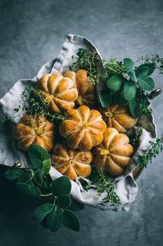 VEGAN Pumpkin Shaped Rolls - Love is in my Tummy