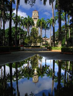 This is where I'm studying since August 2009. Universidad de Puerto Rico, Recinto Rio Piedras.