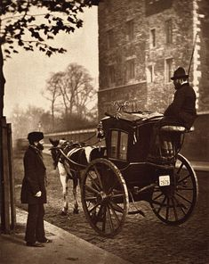 British Paintings: Victorian London street life in historic photographs book Victorian London, Vintage London, Vintage Abbildungen, Victorian Life, Victorian Street, Victorian Fashion, Vintage Pictures, Old Pictures, Old Photos