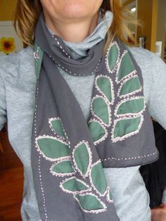 turn two extra t-shirts into a snug reverse-appliqued leaf patterned scarf with this recycled t-shirt scarf tutorial from joy beadworks. T Shirt Tutorial, Scarf Tutorial, Recycled T Shirts, Old T Shirts, Tee Shirts, Diy Clothing, Sewing Clothes, How To Make Scarf, How To Wear