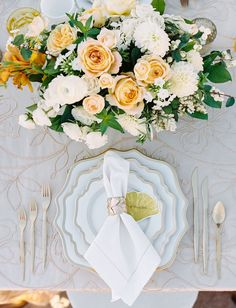 Pastel tablescape with ginko placecards