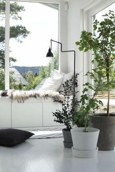 Wohlfühlecke gestalten Besta Schrank in weiß von Ikea