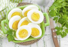 A boiled egg diet is considered one of the most amazing ways to lose weight. This diet is also recommended by several health experts an. Easy Hard Boiled Eggs, Boiled Egg Diet, Diet Snacks, Healthy Snacks, Healthy Habits, Healthy Tips, Healthy Dinner Recipes, Diet Recipes, Egg Recipes