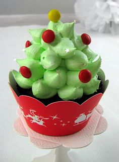 Peppermint Marshmallow Christmas Tree Hi Hat cupcakes #cupcakes #cupcakeideas #cupcakerecipes #food #yummy #sweet #delicious #cupcake