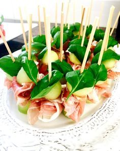 Balkongmingel Home Decor home decor shops Tapas, Healthy Snacks, Healthy Recipes, Snack Recipes, Cooking Recipes, Good Food, Yummy Food, Party Food And Drinks, Food Festival