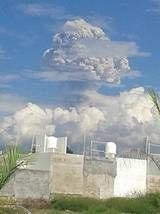 Eruption column from yesterday's explosion at Colima (photo: Mario Anguiano M. / @gobernador_mam / twitter)