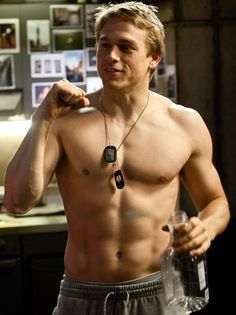 I give you ... THE ULTIMATE CHARLIE HUNNAM PICTURE...is it just me, or does he have a remarkable resemblance to Heath Ledger?