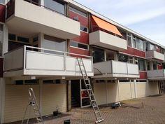Aanbrengen transparate coating op betegelde balkonvloer om deze waterdicht te maken - Parmentierlaan - Amstelveen - Juli 2012