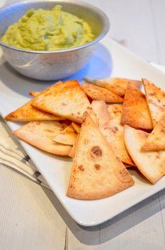 Zelf tortilla chips maken is niet moeilijk en heel erg lekker.