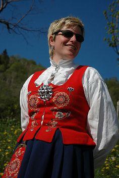 Bunad fra Romsdal. Costume from Romsdal.