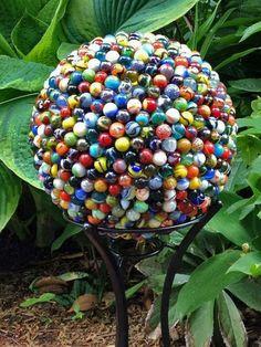 creative yard art to make Bowling ball 714 marbles unique garden art Diy Garden, Garden Crafts, Garden Projects, Upcycled Garden, Spring Garden, Garden Trellis, Garden Care, Walkway Garden, Art Projects