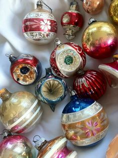 Vintage Glass Christmas Ornaments - Just like the ones on our tree when I was a child.* 1500 free paper dolls Christmas gifts at Arielle Gabriels The international Paper Doll Society also free China paper dolls The International Paper Doll Society * Antique Christmas Ornaments, Old Christmas, Old Fashioned Christmas, Vintage Ornaments, Retro Christmas, Vintage Holiday, Christmas Tree Ornaments, Christmas Holidays, Christmas Crafts