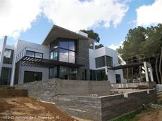 Modern 4 bedroom villa with pool in Olhos d'Água, Albufeira, Algarve, Portugal - Beautiful brand new modern villa with 4 ensuite bedrooms. Suitable for a permanent or holiday home. - http://www.portugalbestproperties.com/component/option,com_iproperty/Itemid,16/id,1274/lang,en/view,property/#