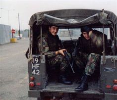 Royal Tank Regiment - Some Images from the lads Northern Ireland Troubles, British Armed Forces, Off Road, Military Service, Land Rovers, British Army, Land Rover Defender, Monster Trucks, Banner