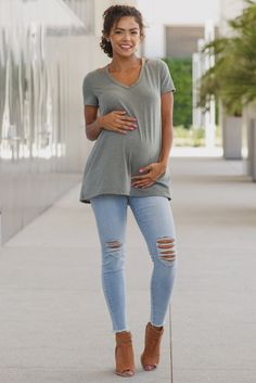 Perfect for any casual occasion, you'll be sure to get a lot of wear out of these maternity jeans. Distressed details give your look a city chic flair and an elastic waistband will keep your growing belly comfortable at all times. Style these beauties with a blouse and your favorite pair of flats for a complete ensemble.